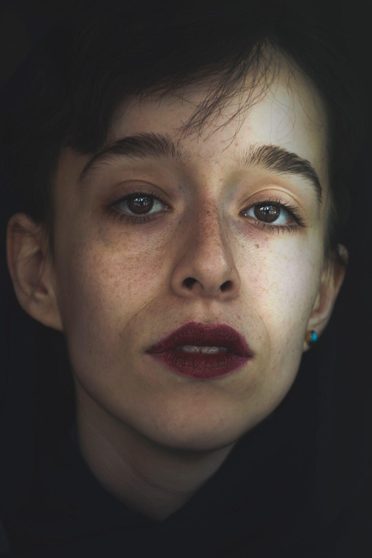 hesam jr TAGFNCnw7f4 unsplash - たるみ顔の原因とたるみ顔を解消するシンプルな方法