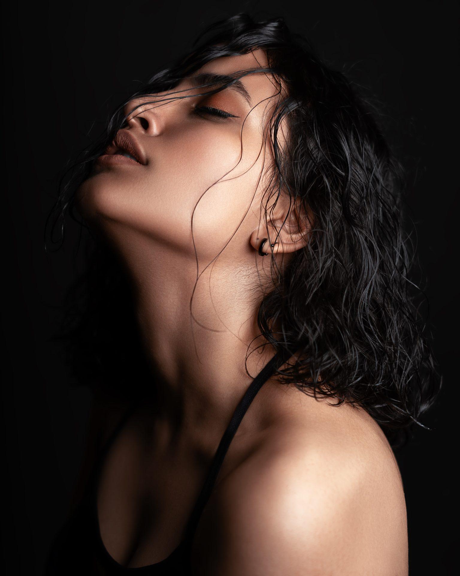 photo of woman closing her eyes 3429877 - 体のライン・肌・筋肉の3ポイントを整えて美しい体をつくる