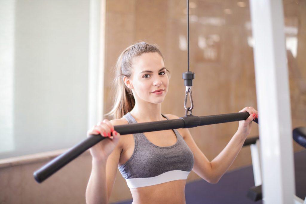 photo of woman wearing grey sports bra 3757934 1024x683 - ダイエットを成功するには!ダイエット成功者の秘訣を公開!