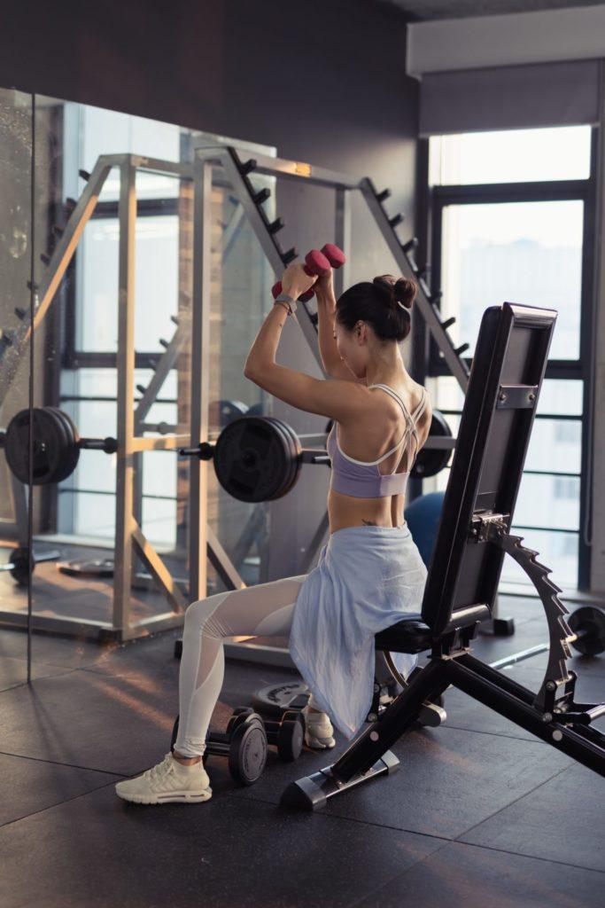 photo of woman raising dumbbells in gym 2475877 1 1 683x1024 - 脂肪を落とす筋トレを解説